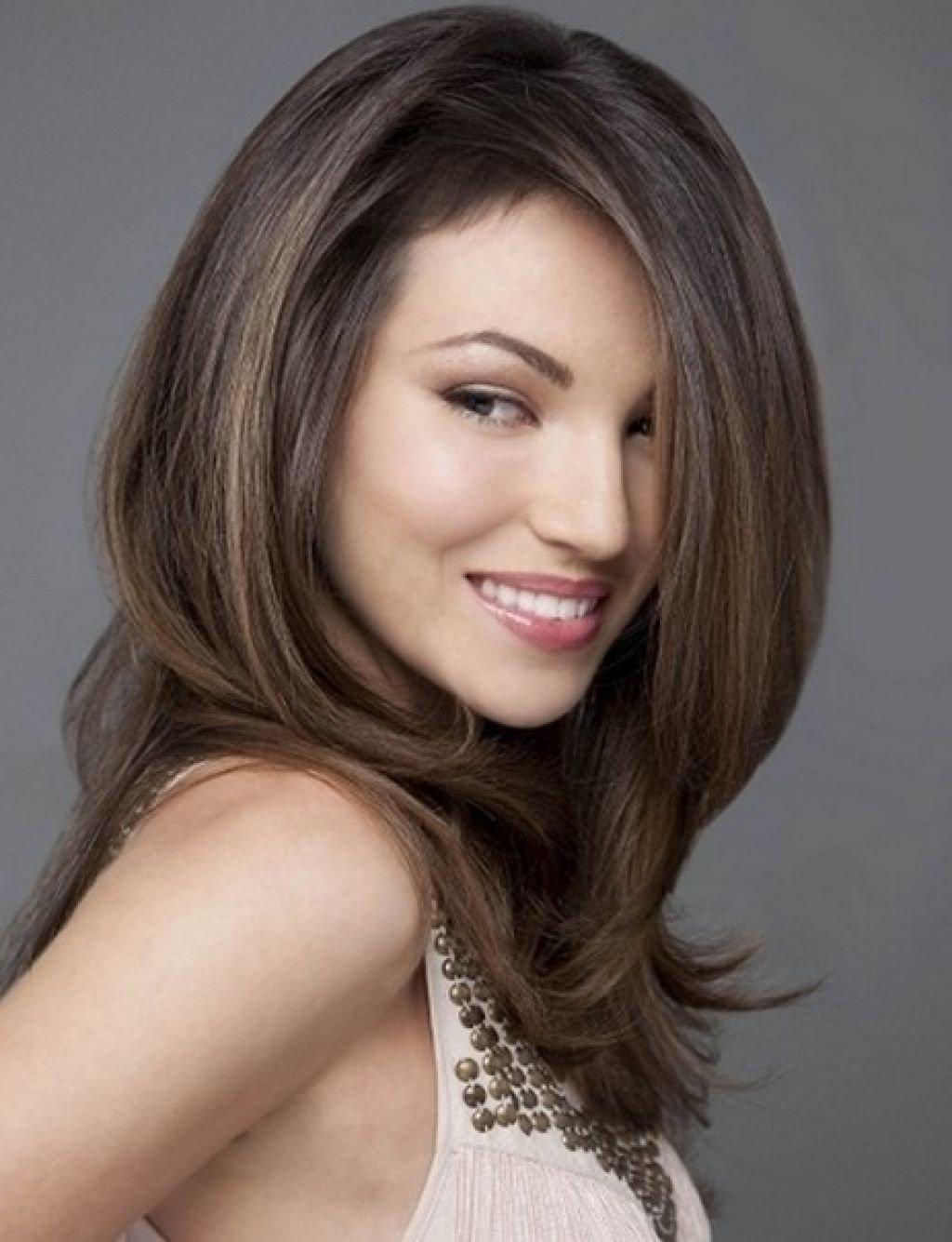 Каскад на средние волосы без челки — 7 красивых вариантов женской стрижки на прямые и волнистые волосы, фото