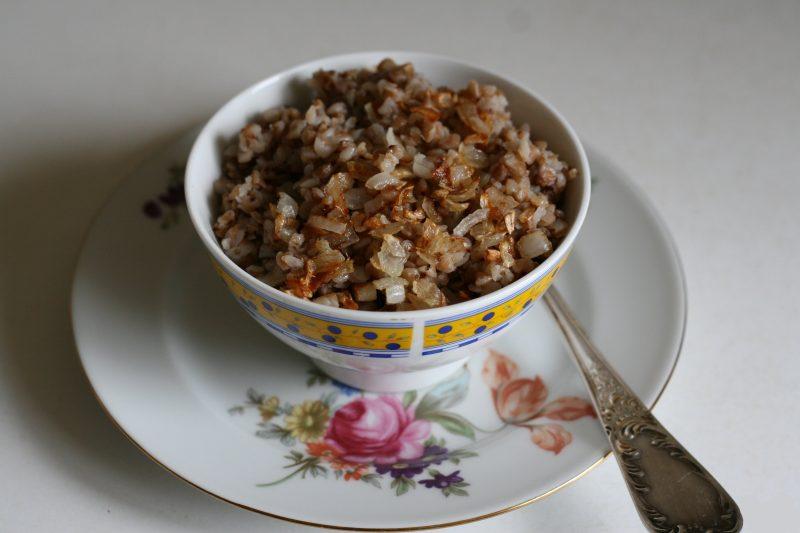 Сколько калорий в гречке? Калорийность, БЖУ, польза гречневой каши