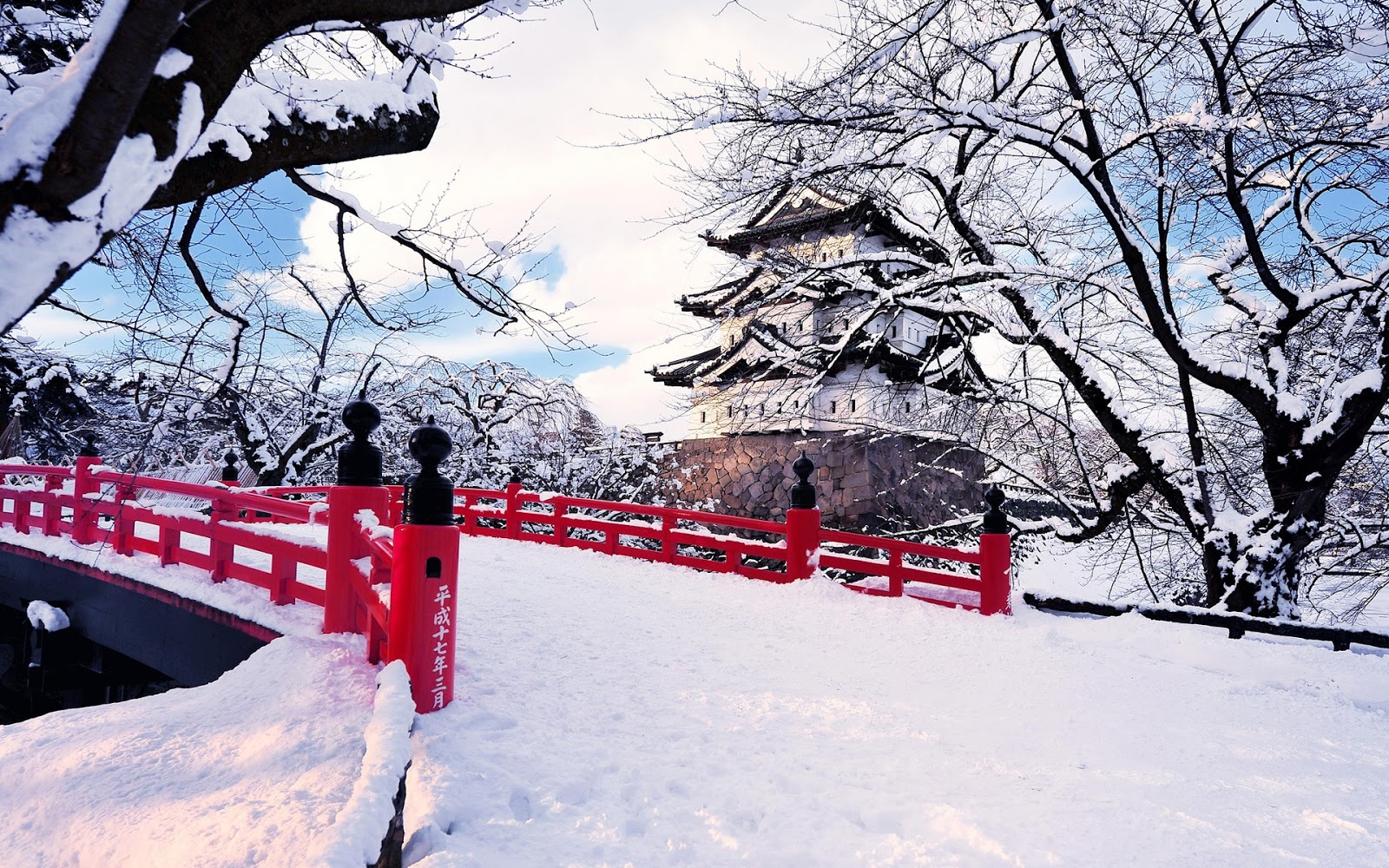 Japan-Aomori-Prefecture-Hirosaki-winter-snow-bridge-castel-ice-trees_1920x1200
