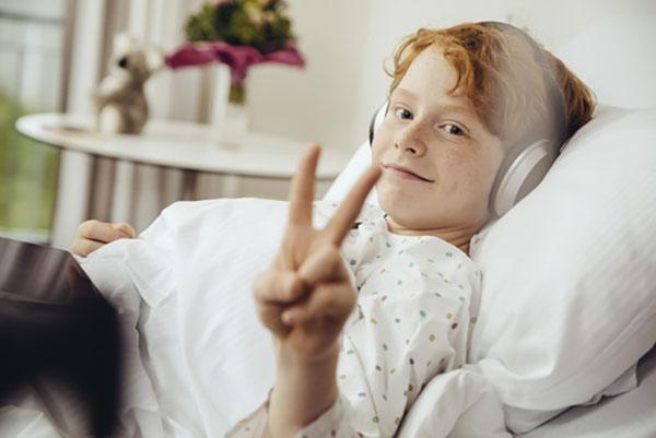 Признаки пневмонии у ребенка: как определить воспаление легких по первым симптомам и начать лечение