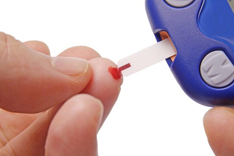 Уровень сахара в крови: норма у мужчин и женщин, у детей и у беременных, таблица по возрастам, что означает повышенный или пониженный уровень глюкозы