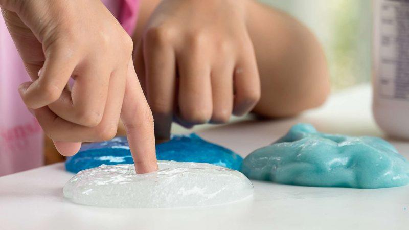 Как сделать лизуна из воды: слайм в домашних условиях