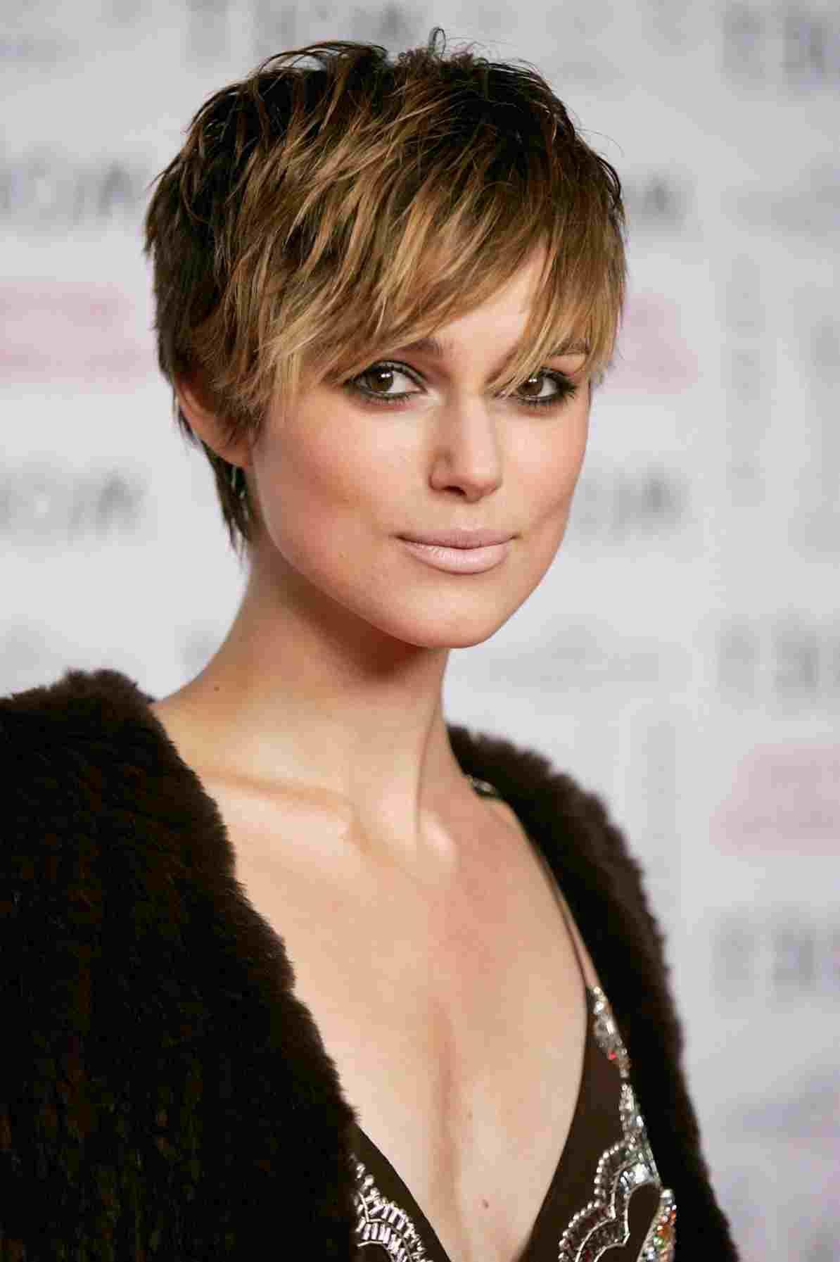 Стрижки с челкой на короткие, средние и длинные волосы: модные женские стрижки с вариантами челок, способы укладки, фото