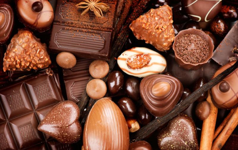 Сколько калорий в шоколадных конфетах 🍬 разных сортов, польза и вред для организма