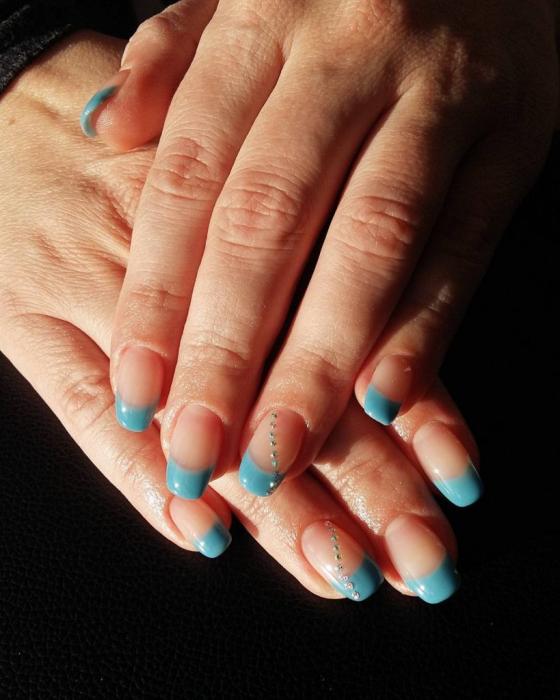 Голубой френч на ногтях 💅 – 5 идей нежного маникюра с фото