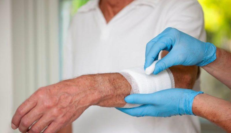 Фурункул на лице: как лечить, причины и симптомы фурункулеза на лице