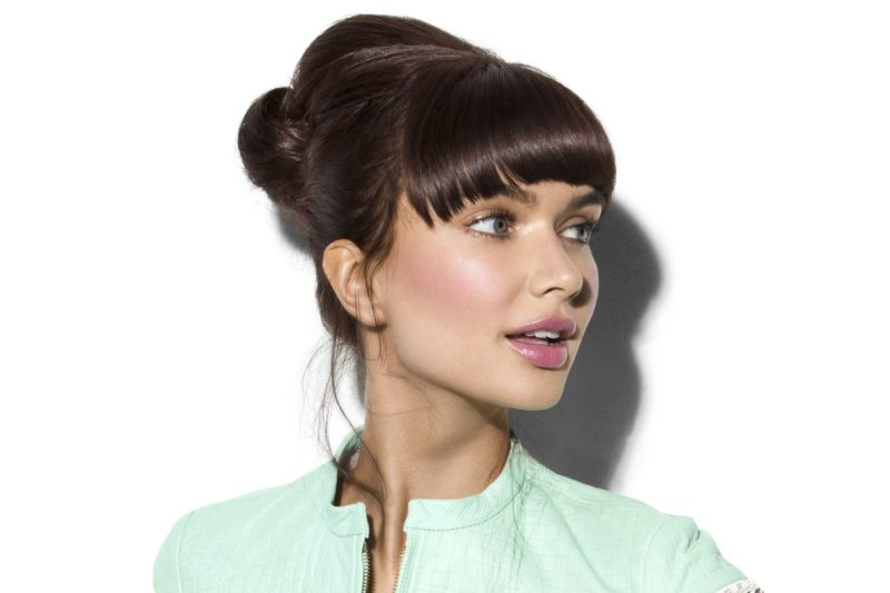 Прически на средние волосы с челкой — 10 вечерних и повседневных вариантов, фото