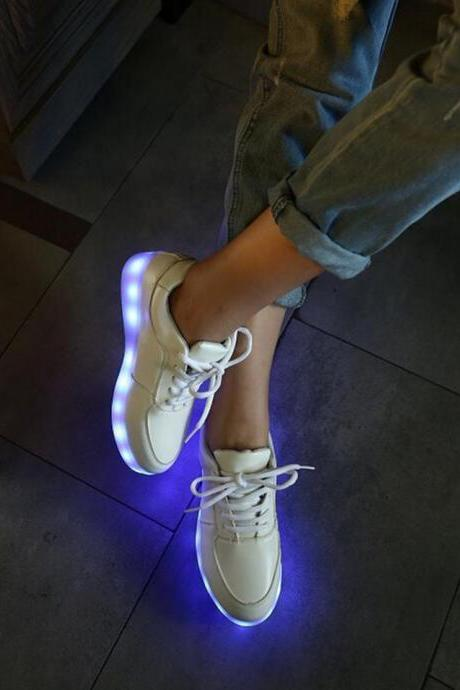Кроссовки со светящейся подошвой: как выбрать, с чем носить, как заряжать LED-обувь