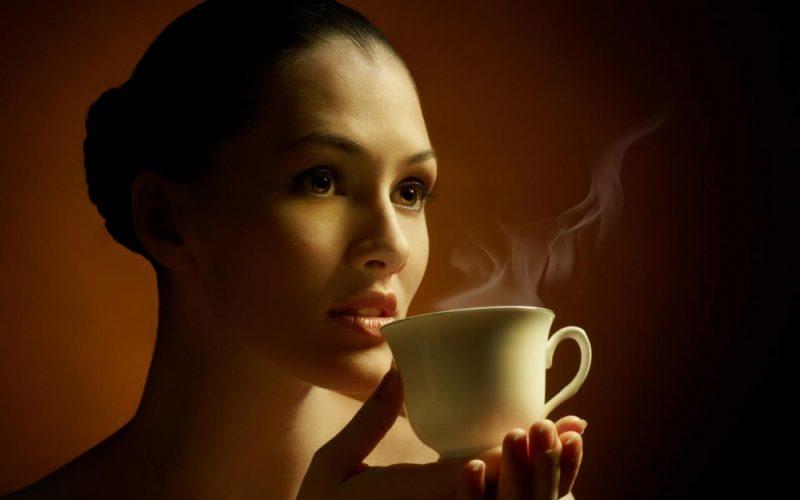Сколько калорий в кофе ☕ с молоком, состав напитка, польза и вред для здоровья