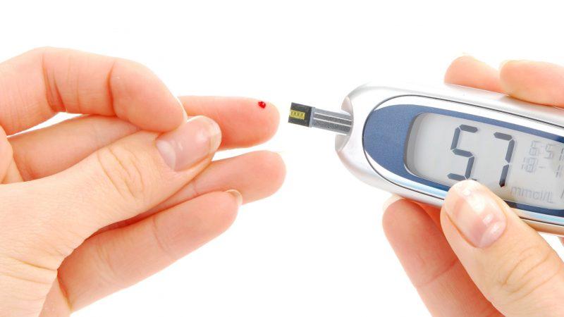 Норма глюкозы в крови: таблица по возрасту, нормальный уровень сахара в венозной и капиллярной крови у мужчин и у женщин, при беременности