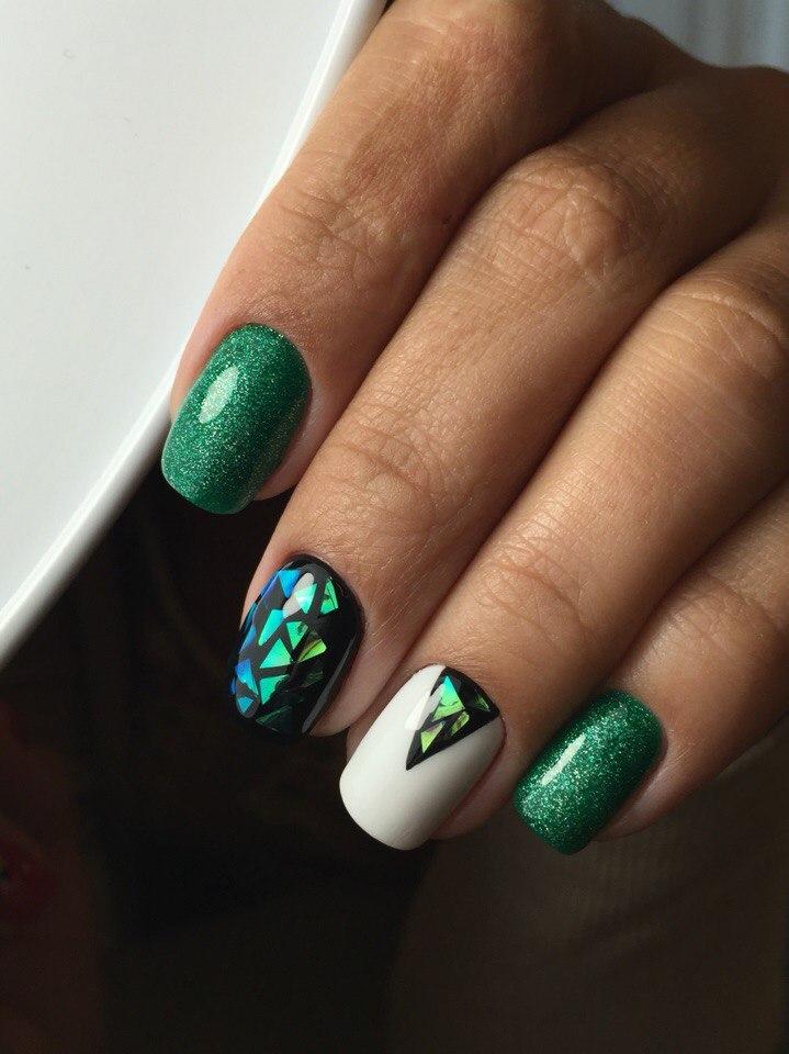 Маникюр «битое стекло» − 5 идей эффектного дизайна ногтей, фото