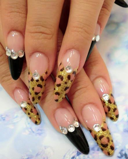 Френч на миндалевидных ногтях с дизайном и классический − 20 идей красивого и модного маникюра с фото