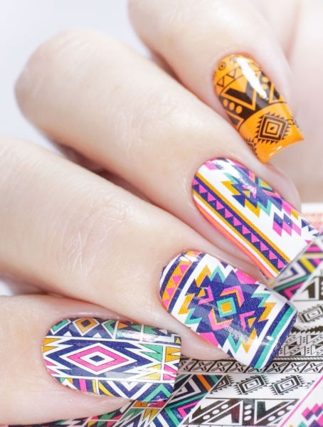 Слайдер-дизайн для ногтей: что это такое, как использовать наклейки для маникюра