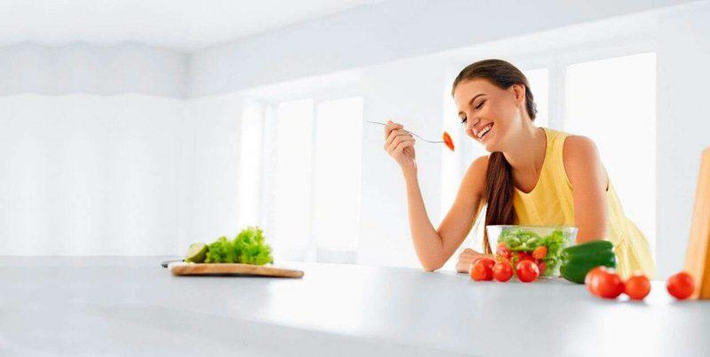 Диета кормящей мамы по месяцам: таблица продуктов, что можно, что нельзя, меню послеродовой диеты