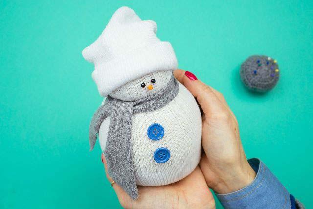 Вот получился такой красивый снеговик