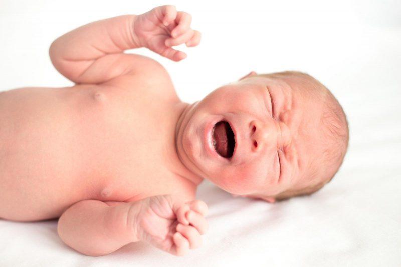 Колики у новорожденного: причины и что делать, укропная вода от коликов
