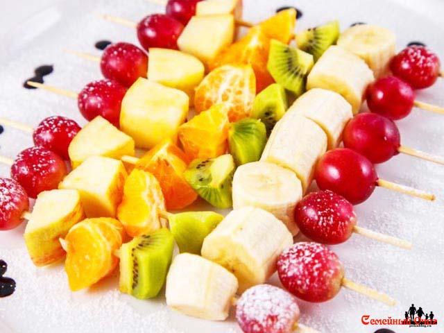 канапе с фруктами свежими