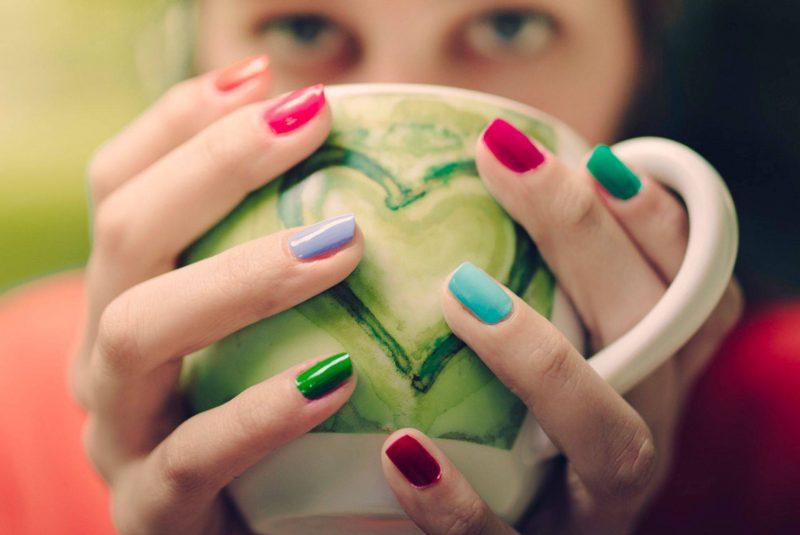 Маникюр по фен-шуй: какие пальцы красить для привлечения денег и любви