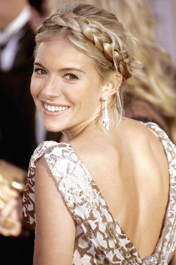 Косы на средние волосы − 7 красивых вариантов женских причесок с фото