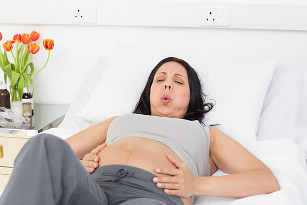 Секс во время беременности: можно ли заниматься, чем полезен и чем вреден, позы для секса во время беременности, противопоказания