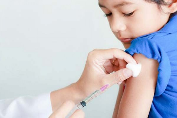 Прививка от клещевого энцефалита: схема вакцинации для детей и взрослых, как называются и сколько действуют вакцины, побочные эффекты, противопоказания