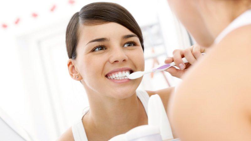 Как правильно чистить зубы детям и взрослым, щеткой и нитью