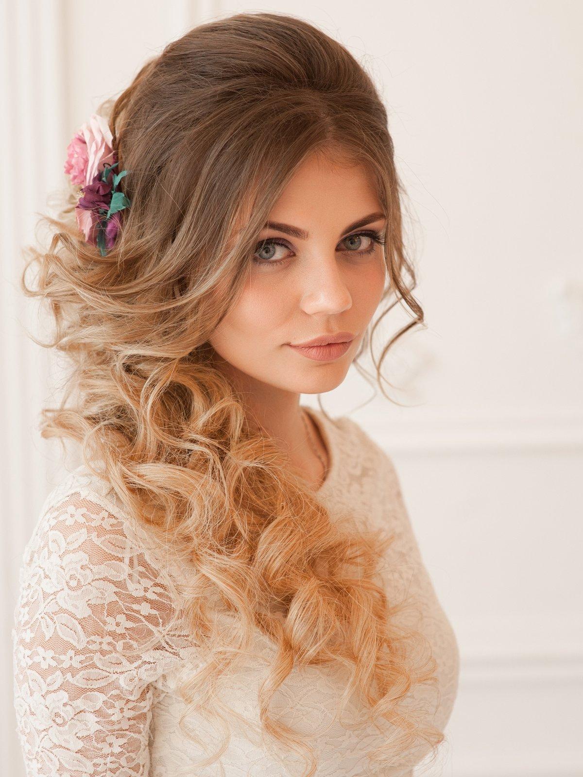 Греческая коса на длинные и средней длины волосы: 5 вариантов причесок с фото