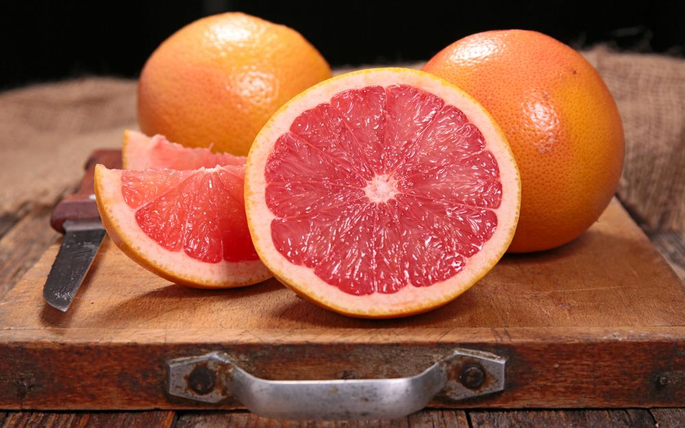 Сколько калорий в грейпфруте 🍊 , витамины и микроэлементы, полезные свойства фрукта для похудения, противопоказания