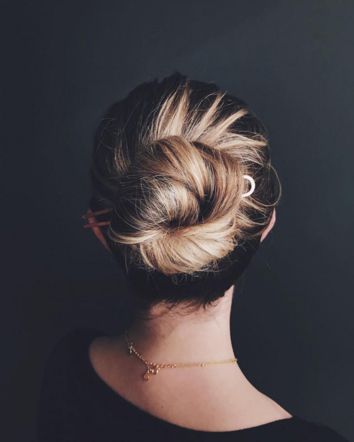 Прически на длинные волосы на каждый день − 24 быстрых и простых варианта с фото