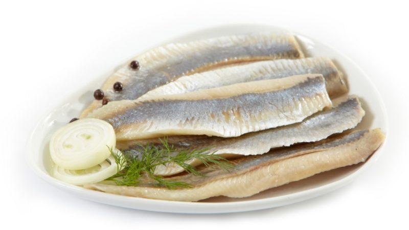 Сколько калорий в селедке соленой, пищевая ценность рыбы, польза и вред для организма