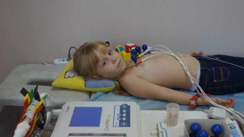 Синусовая аритмия у ребенка: виды, причины, симптомы, лечение нарушения ритма сердца у детей