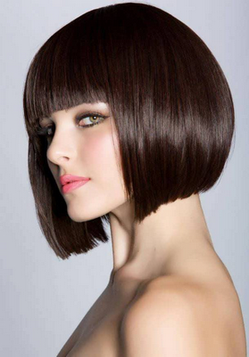 Стрижки на средние волосы с челкой – 8 красивых и стильных образов
