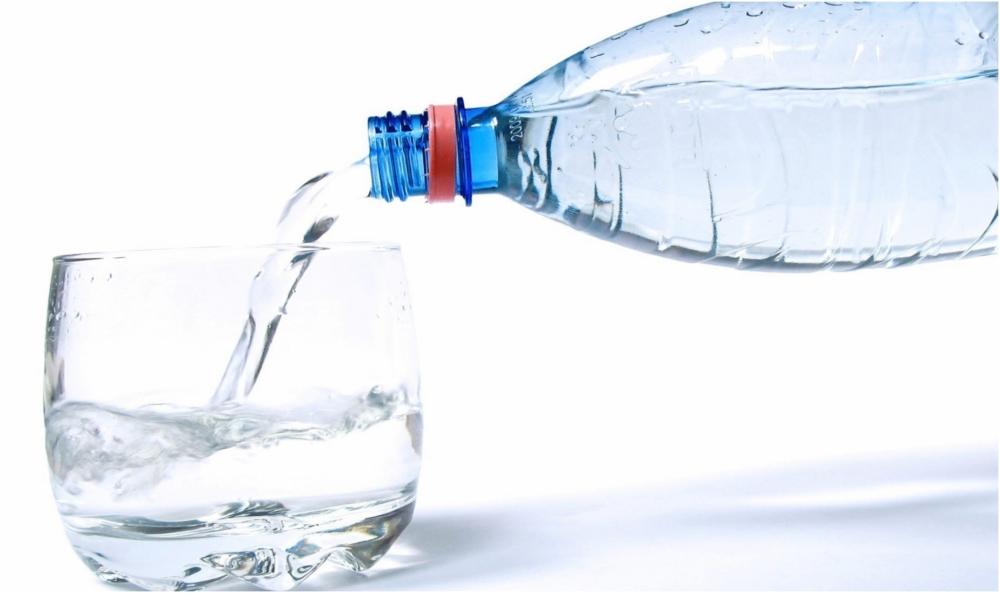 Сколько калорий в воде — питьевой, газированной, с добавками