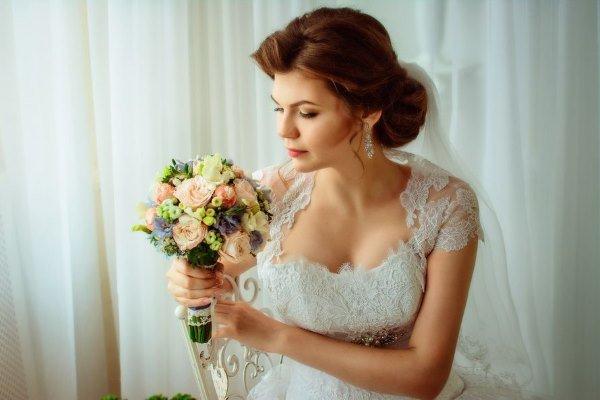 Свадебные прически – 25 вариантов красивых причесок на длинные, короткие и средней длины волосы