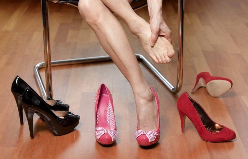 Как разносить обувь, которая жмет, в домашних условиях — 7 советов