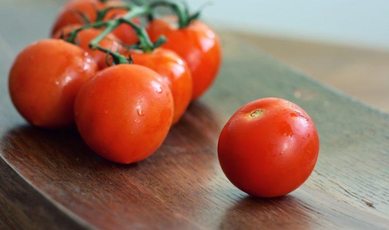 Сколько калорий в помидоре, содержание витаминов и микроэлементов, пищевая ценность овоща