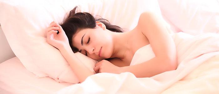 Пожелания спокойной ночи любимой девушке: короткие и красивые, в стихах и своими словами
