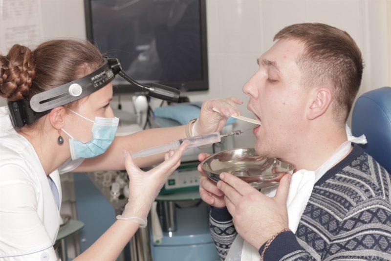 Лечение тонзиллита: симптомы у взрослых и детей, препараты, народные средства, методы лечения острого и хронического заболевания