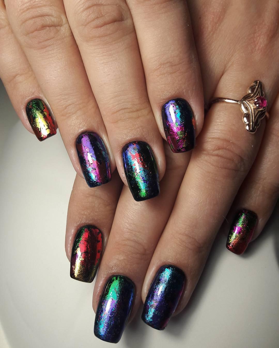Дизайн ногтей с фольгой — 10 идей модного маникюра с фото