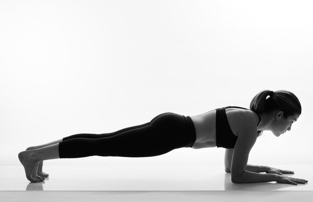 Сколько калорий сжигает планка за 1 минуту и больше, польза упражнения