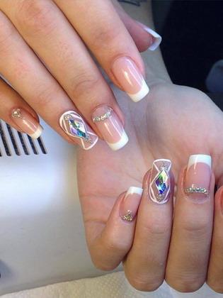 Френч со стразами 💅 − идеи красивого классического и праздничного дизайна ногтей, фото